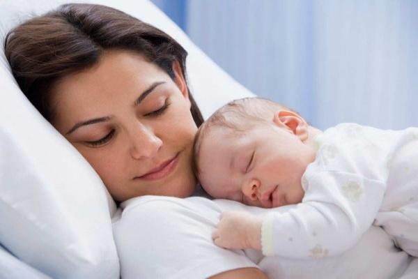 24 giờ đầu rất quan trọng với sự hồi phục của mẹ bé sau sinh.