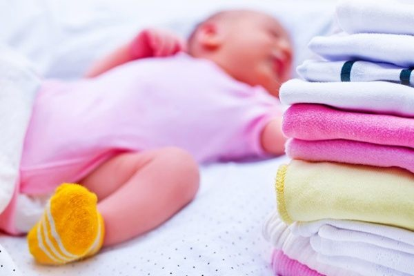 Có nên mua quần áo mới không là thắc mắc không hề đơn giản với bố mẹ.