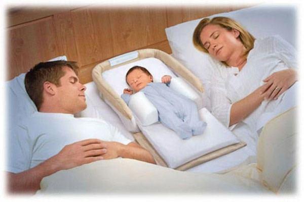 Trong thời gian đầu bé thường ngủ cùng bố mẹ.