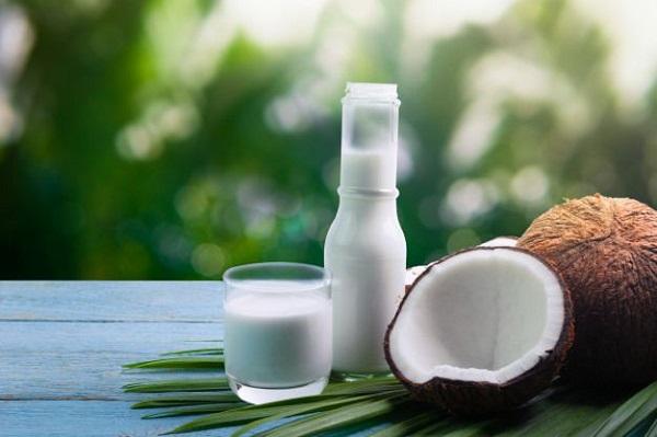 Dầu dừa có khả năng thẩm thấu sâu vào trong da.