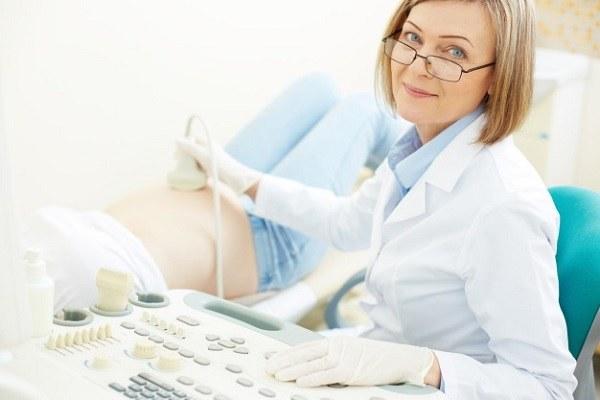 Hãy đến bác sĩ ngay khi mẹ có những dấu hiệu của ốm nghén nặng.