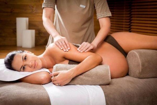 Massage rất có lợi với mẹ bầu.