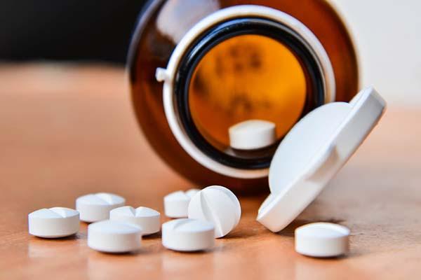Điều trị viêm vòi trứng bằng thuốc kháng viêm.