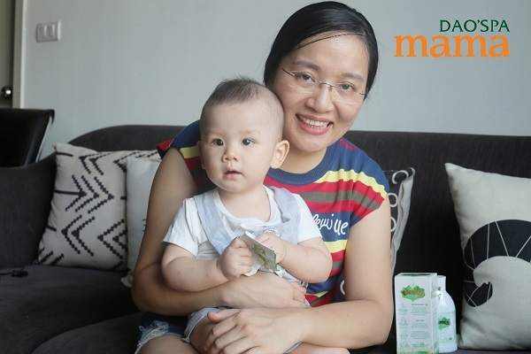 chị Linh cùng bé Mon
