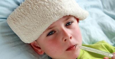 Cúm thường có sốt cao, cảm lạnh thường sốt nhẹ hay không có sốt.