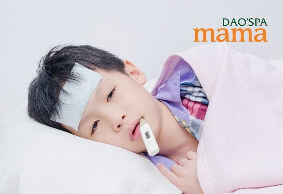 Khi sử dụng miếng dán hạ sốt cho trẻ mẹ cần thực hiện theo các lưu ý sau