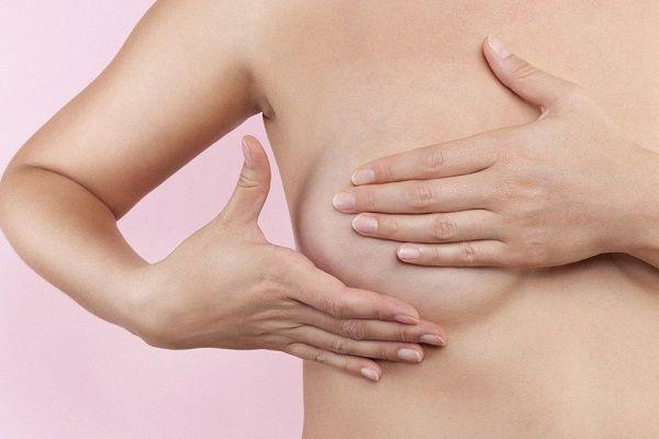 Massage giúp cải thiện vòng 1 sau sinh nở.