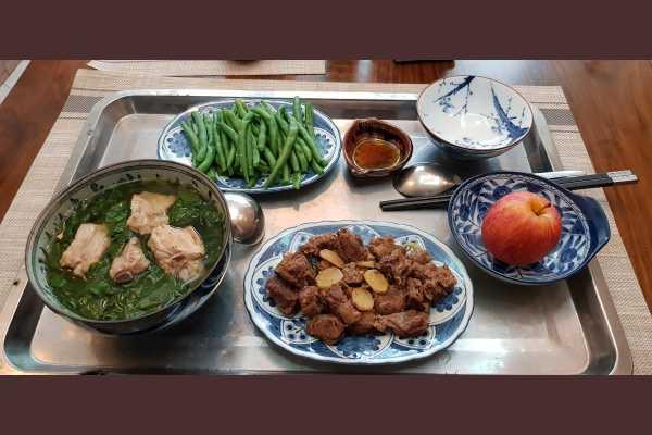Bữa ăn với thịt bò kho.