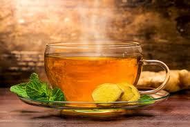 Uống trà gừng nóng giúp hết nhanh sản dịch.