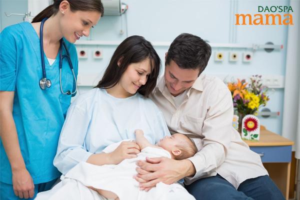 Chăm sóc sản phụ sau sinh có vai trò quan trọng đảm bảo an toàn cho mẹ